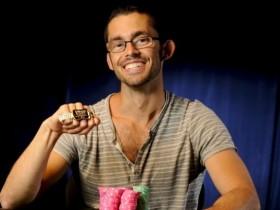 【GG扑克】Mike Gorodinsky自封画家,笔下的扑克玩家们一个比一个抽象!