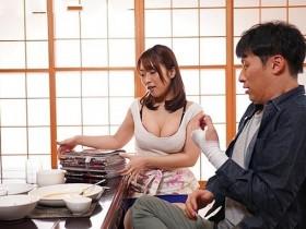【GG扑克】JUY-889: 甘愿献身的隔壁太太!痴女人妻八乃翼榨干小鲜肉邻居!