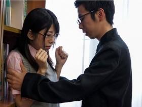 【GG扑克】MKON-005:美女 图书管理员有坂深雪被绑桌上让体育老师自由发射!