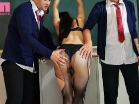 【GG扑克】MIDE-837:巨乳女教师高桥圣子承受一轮又一轮的肉棒衝击