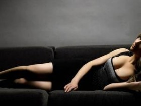 【GG扑克】暴王失忆妃 坐在他的腹部起伏