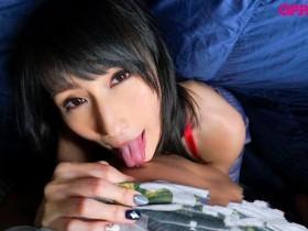 【GG扑克】PPPD-810 :巨乳大嫂Julia偷偷在棉被里热情的口交又乳交任凭中出!