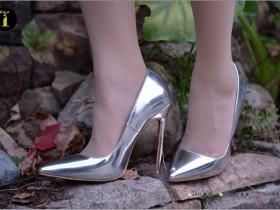 【GG扑克】[IESS异思趣向] 普惠集 034 小捷 银色高跟鞋