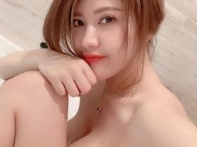 【GG扑克】台湾性感美女主播刘庭羽Doris 巨乳正妹浴室辣照引骚动