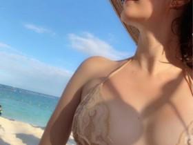 【GG扑克】混血模特瑞莎晒旅游美照 辣妈性感窈窕身材迷人