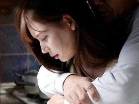 【GG扑克】ADN-210:明里紬最新番号,清纯嫩妻堕入继父的强暴地狱!