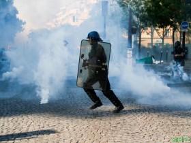 【GG扑克】巴黎环保遊行变骚乱 164人被捕