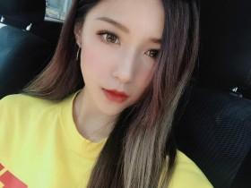 【GG扑克】香港IG正妹Nicole Liu 闺房自拍秀性感大长腿