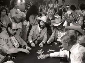 【GG扑克】赛场中的另一种存在:WSOP首位御用摄影师Ulvis Alberts眼中的扑克历程(下)
