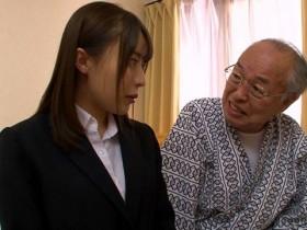 【GG扑克】GVG-861 :翘臀护理师望月理沙尝配合起老大爷玩起各种游戏!