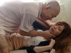 【GG扑克】风骚演出SHKD-821: 性侵罪犯逃狱,年轻嫩妻「明里つむぎ」明里紬被硬上到屈服!