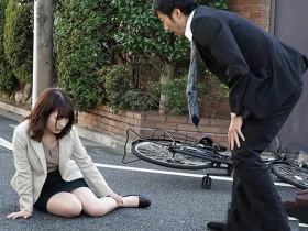 【GG扑克】JUY-718: 翘臀少妇飞鸟铃趁着上下班的通勤时光偷情!