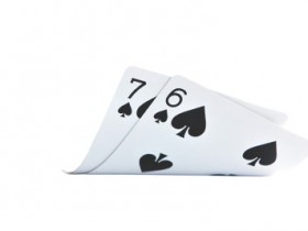 【GG扑克】小同花连子翻前应该如何游戏?