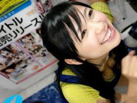 【GG扑克】曾经的天后XV-973: 童颜巨乳黑辣妹小仓奈々化身DVD店员跟粉丝当场开战