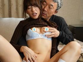 【GG扑克】URE-058 :欲求不满的饥渴人妻希岛あいり搞上叔父被顶到高潮!