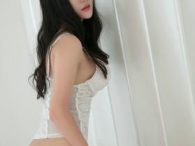 【GG扑克】丝袜美腿美不胜收 丽质美女姚沐迪上演销魂丝袜诱惑