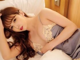 【GG扑克】性感成人偶像「友田彩也香」睡前爆乳道晚安