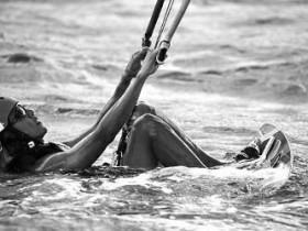 【GG扑克】无官一身轻 56岁奥巴马加勒比海玩冲浪(图)