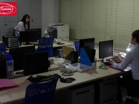 【GG扑克】黑丝OL后辈「枢木あおい」主动骑上来在办公室激情大战.