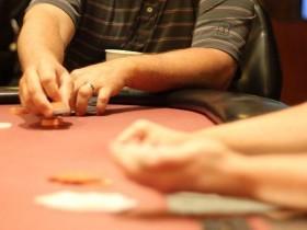 【GG扑克】牌局评论:猎头赏金对牌手范围的影响