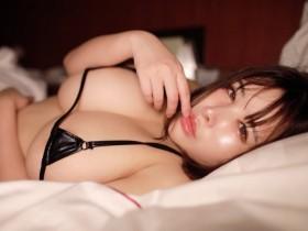【GG扑克】J罩杯爆乳哈比人「叶月美音」比基尼柔胸自拍完全罩不住引上万观看!