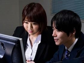 【GG扑克】JUY-858 :公司实习生让人妻松本菜奈実体会到了未曾有的快感!