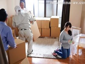 【GG扑克】JUL-255 :欲求不满的人妻白石茉莉奈在搬家货车里偷情打炮!