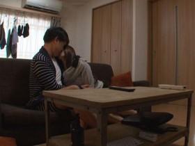 【GG扑克】XVSR-466 :新婚人妻友田彩也香偷情前男友在客厅重温激情!