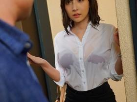 【GG扑克】SSNI-780:三上悠亜忘了带雨伞被淋得一身湿奶罩都透出来!