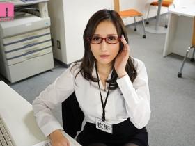 """【GG扑克】MIMK-085:巨乳女部长""""JULIA""""工作强势 下班时间在公司偷情任人宰割!"""