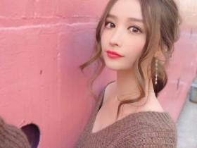 【GG扑克】日本邻家女孩「衣世 IYO」惹火低胸装很有看点喔~