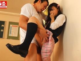 "【GG扑克】SSNI-789:高中辣妹""吉冈ひより""主动骑在同学爸爸的巨根上,激烈套弄!"