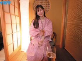 "【GG扑克】IPX-662 :正妹社员""明里つむぎ""酒醉诱惑,性欲爆发一晚十发!"