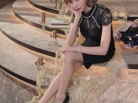 """【GG扑克】5万粉丝暴动!""""明日花绮罗""""性感蕾丝小洋装秀美腿高跟鞋,问粉丝:想被踩吗?"""