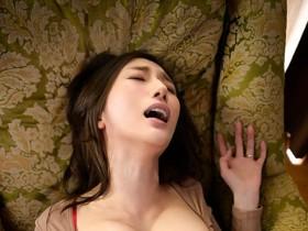 "【GG扑克】求你给我!巨乳人妻""JULIA""老公废物空包弹,只好去找憋了30天的超浓稠精子"