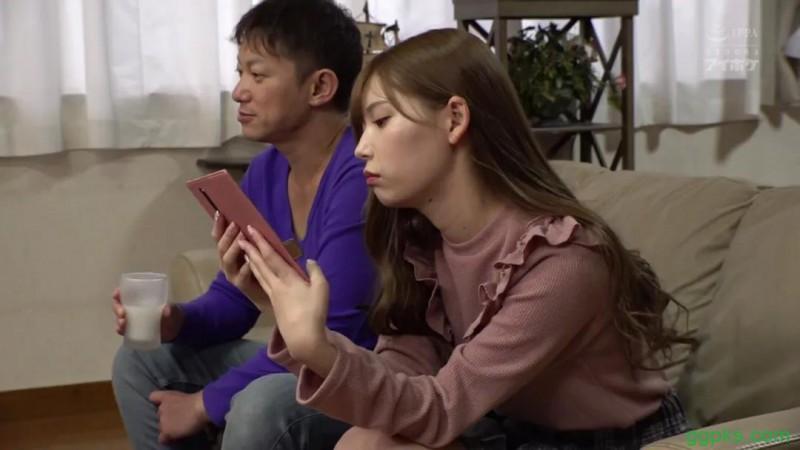 【GG扑克】ymdd177篇宫濑里子被阿和偷看手机的故事