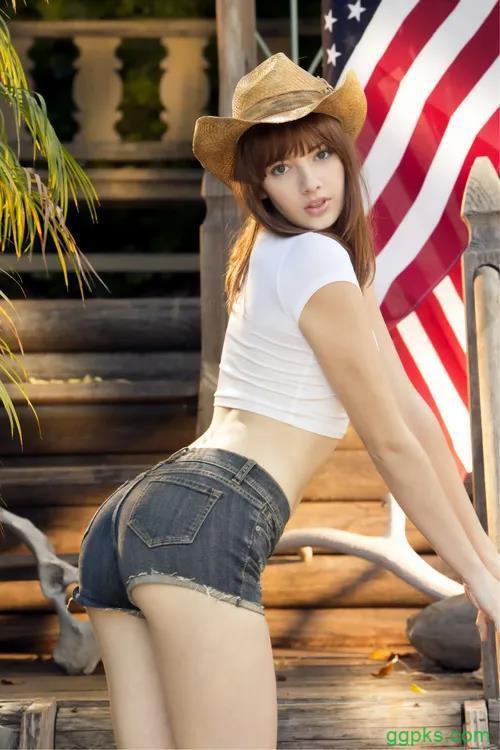【GG扑克】莉娜·安德森(Lena Anderson),身材逆天的大妹子