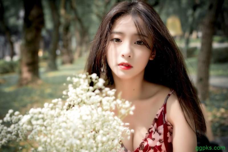 【GG扑克】美女胸罩崩开给我们看 台湾爆乳美女正妹萧卉君火辣身材诱人
