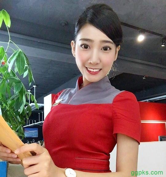 "【GG扑克】""最美女教师""郑诗璇变身空姐正妹 性感空姐身材前凸后翘"