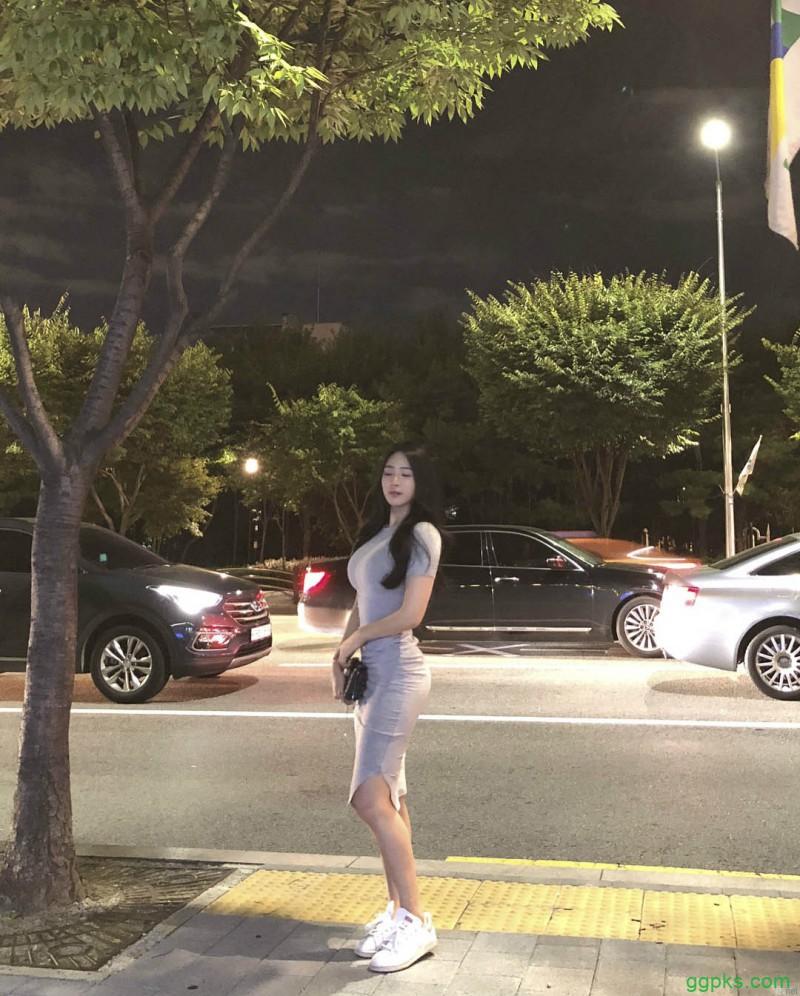 【GG扑克】韩国美女健身正妹 紧身牛仔裤性感翘臀超养眼