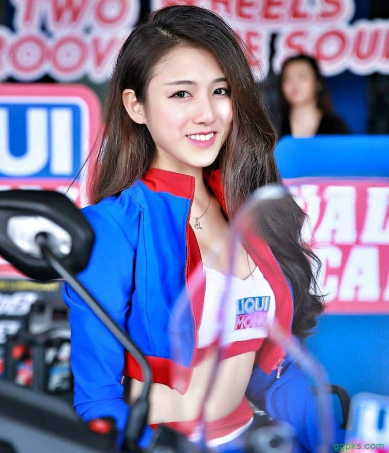 【GG扑克】大马美女车模钟嘉欣fiona 甜美正妹低胸战服乳此迷人