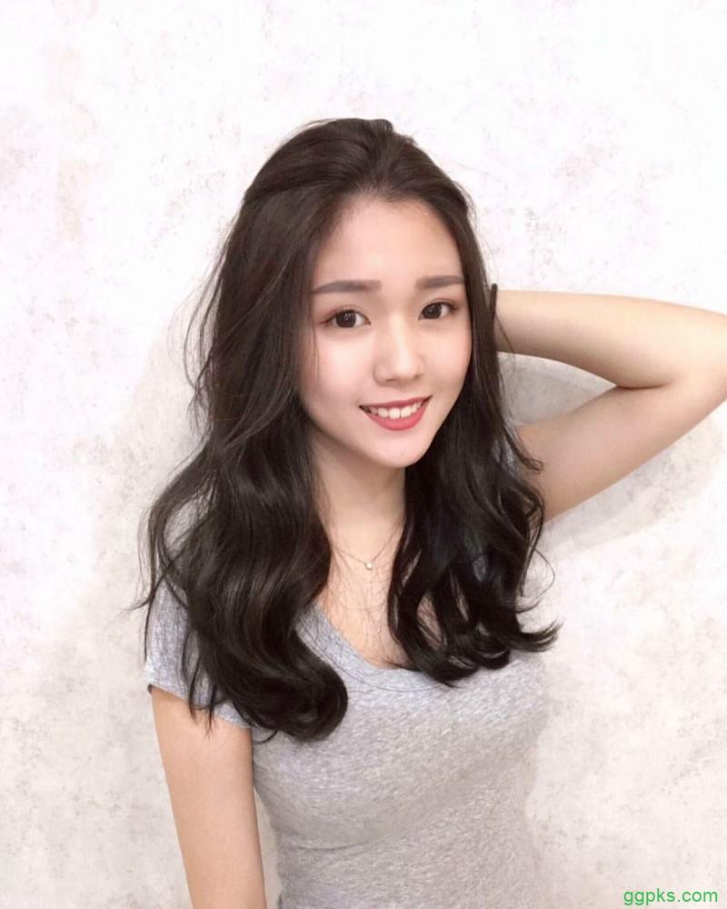 【GG扑克】长发美女正妹Dora Teng 紧身运动装性感曲线迷人