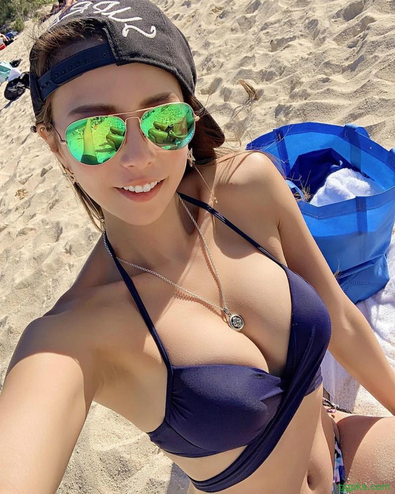 【GG扑克】日本阳光正妹晒旅游自拍照 沙滩比基尼美女巨乳诱人