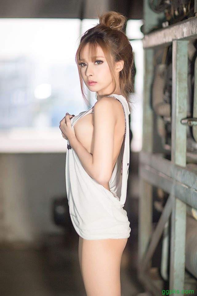 【GG扑克】泰国网络正妹Thanaporn 女DJ侧乳霸气外露泰正点