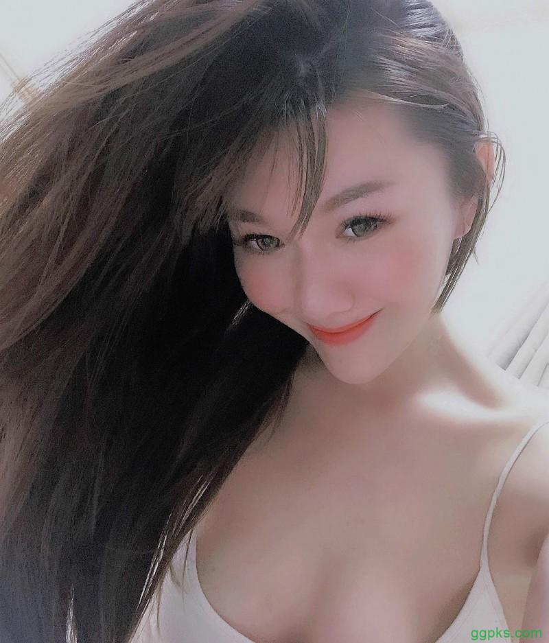 【GG扑克】美女老板娘艾琳IRENE 爬山裸露火辣美乳令人山友腿软