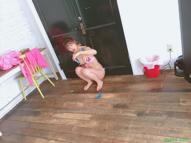 【GG扑克】NMB48白间美瑠 IG 晒性感写真花絮 水著睡地趴枱无难度