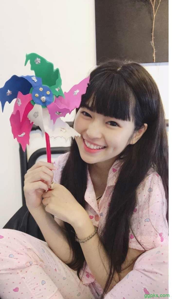 【GG扑克】越南美女正妹 酒窝美女甜美笑容迷人