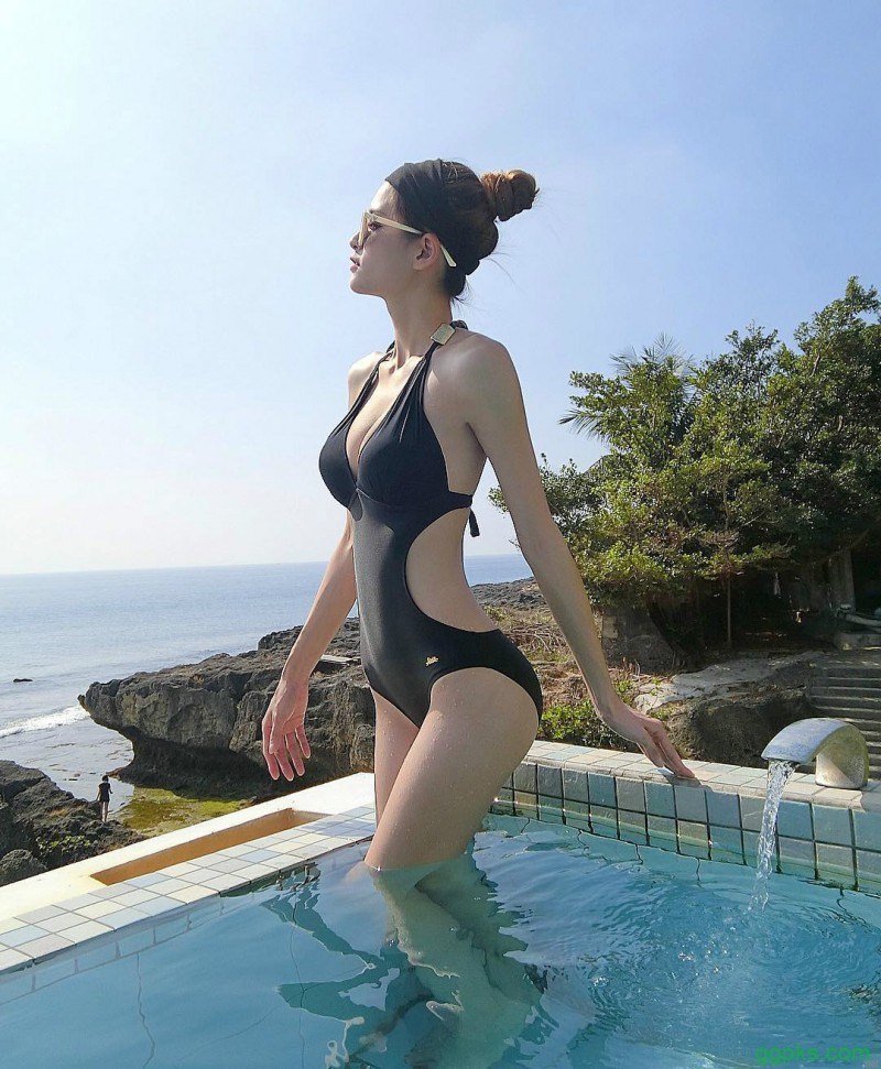 【GG扑克】纤瘦美女正妹大长腿逆天 性感身材前凸后翘