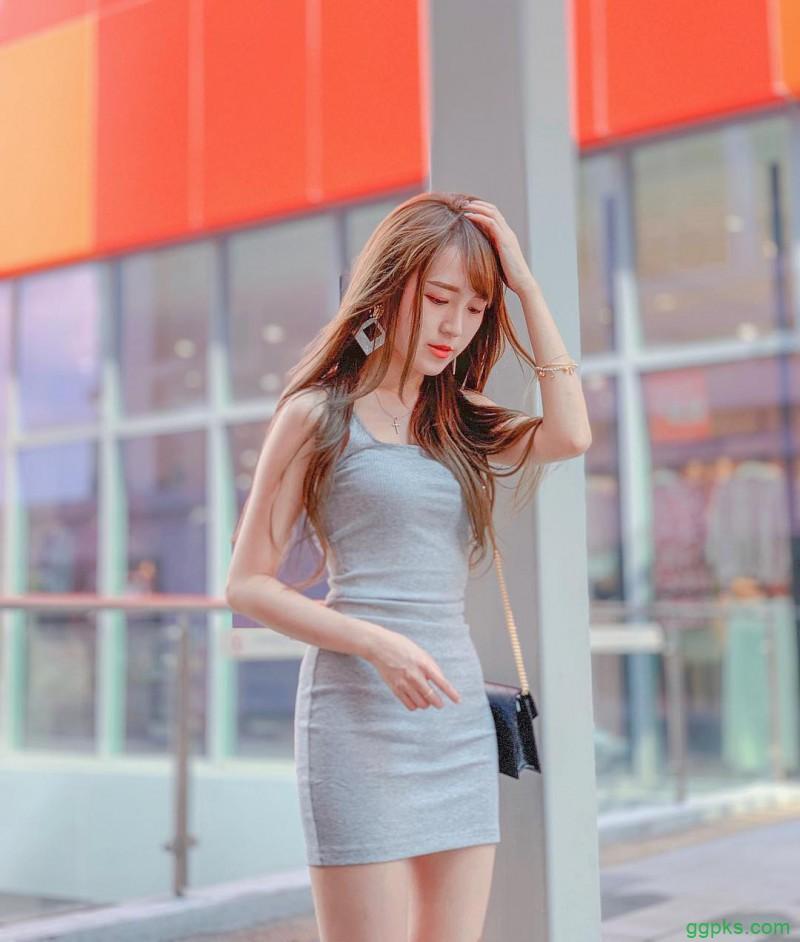 【GG扑克】大长腿美女娜娜 破洞短裤露性感翘臀