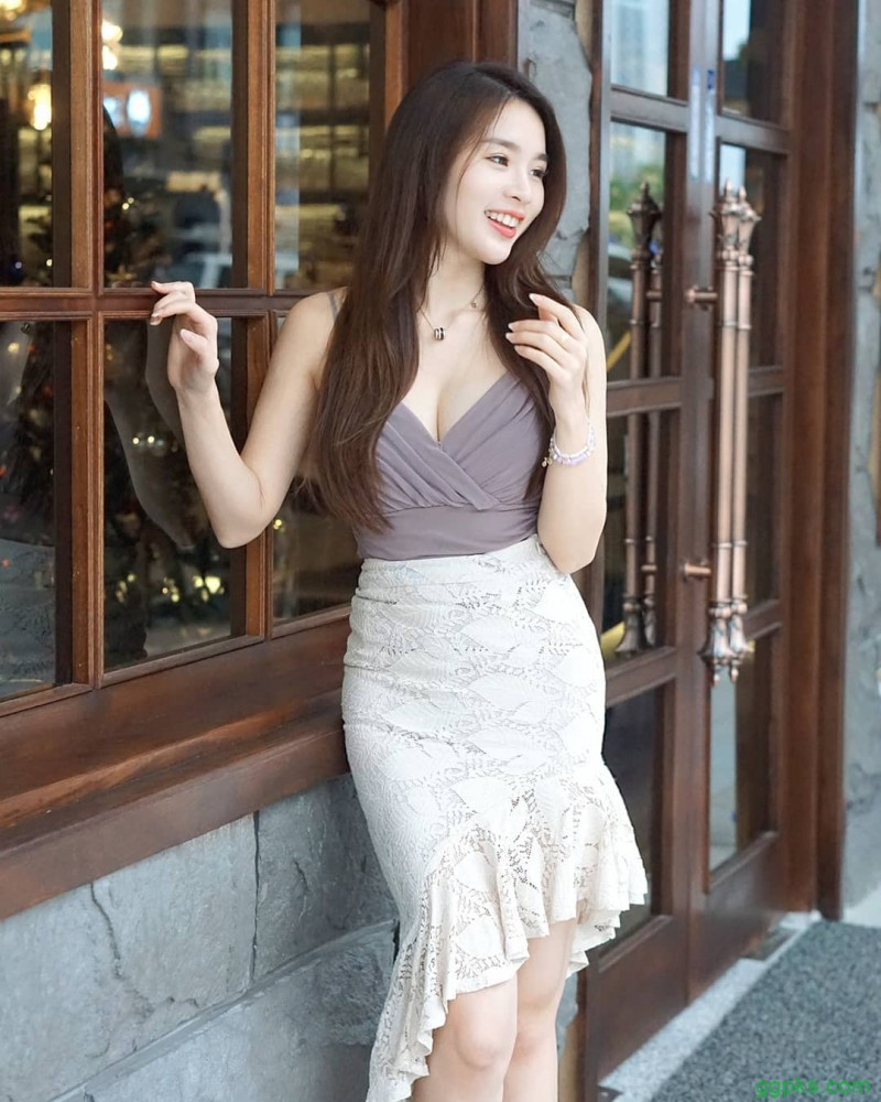 【GG扑克】马来西亚美女婉婷 前凸后翘性感曲线吸睛